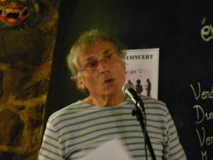 photo de l'auteur en lecture publique